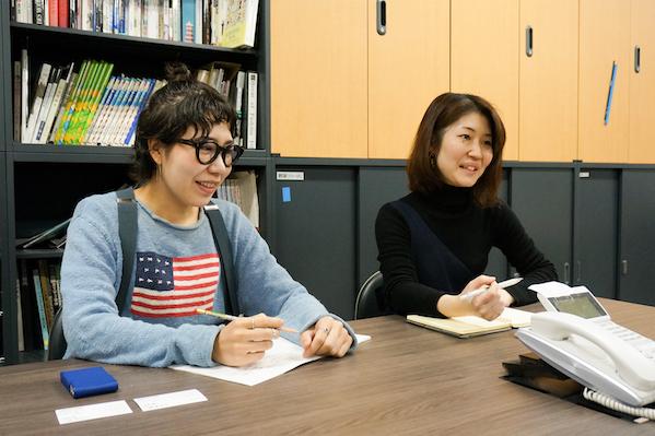 劇団四季 技術部衣裳担当 渡邉さん(左)、後藤さん(右)